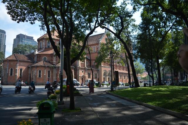 HCMC, Notre Dame, Backpackjunkies