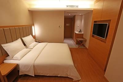 Lanzhou - JI hotel - 001 - BackPackJunkies