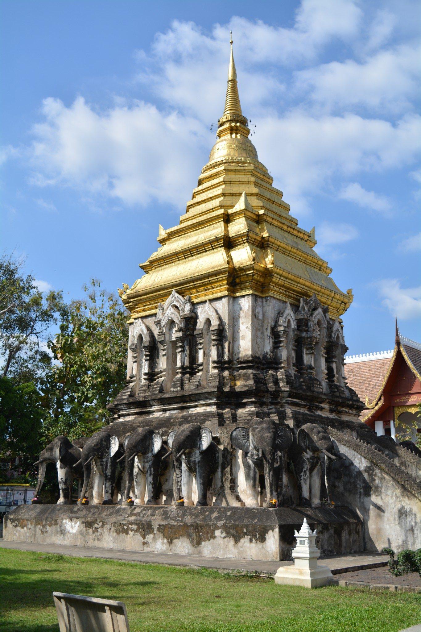 Chiang Mai - Wat Chiang Man 002 - BackPackJunkies
