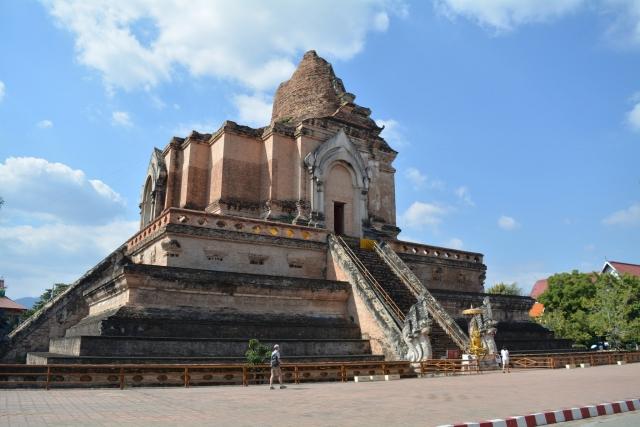 Chiang Mai - Wat Chedi Luang 005 - BackPackJunkies