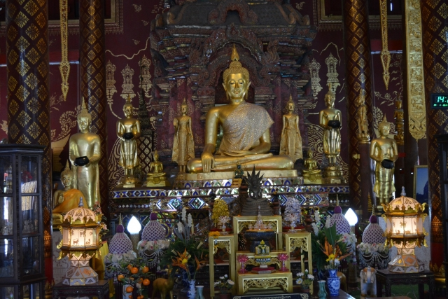 Chiang Mai - Wat Chiang Man 003 - BackPackJunkies