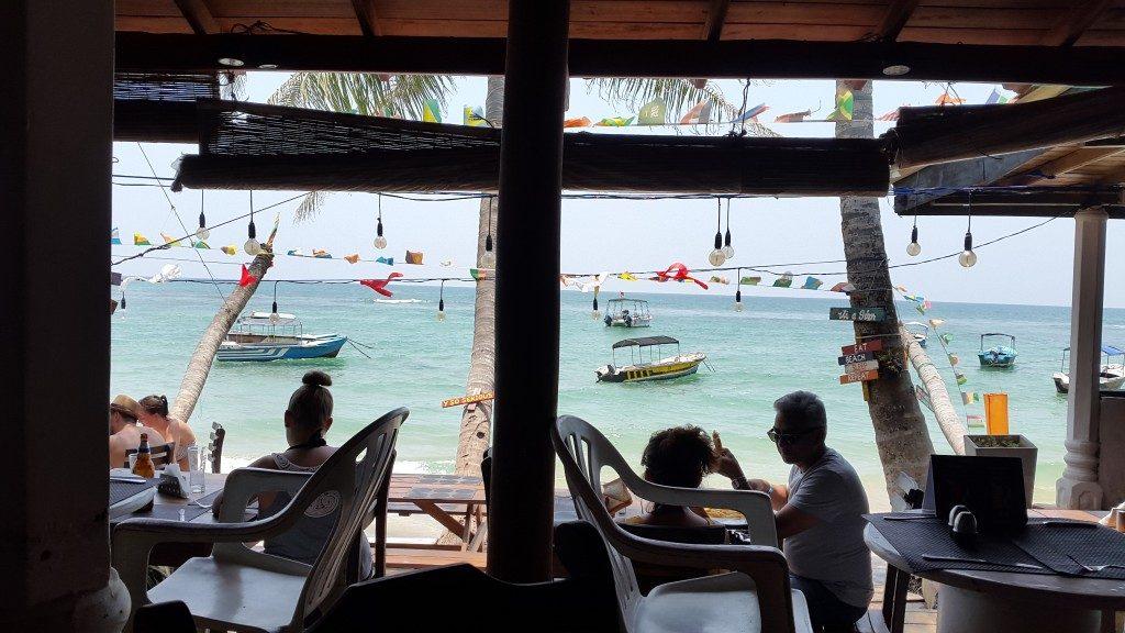 Hikkaduwa, Lunch bij de zee, Backpackjunkies