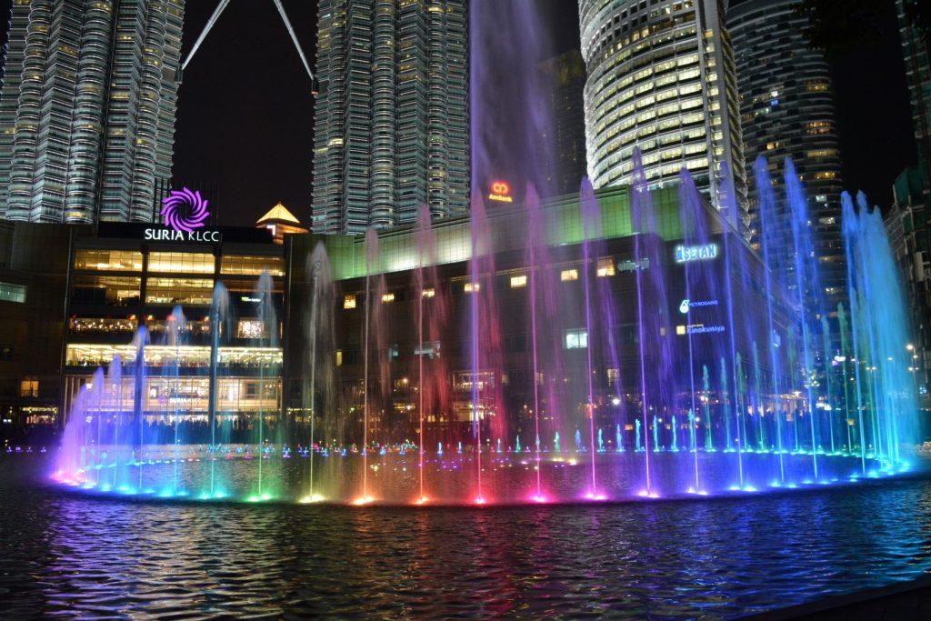 Kuala Lumpur, Suria KLCC, Lichtshow, Backpackjunkies
