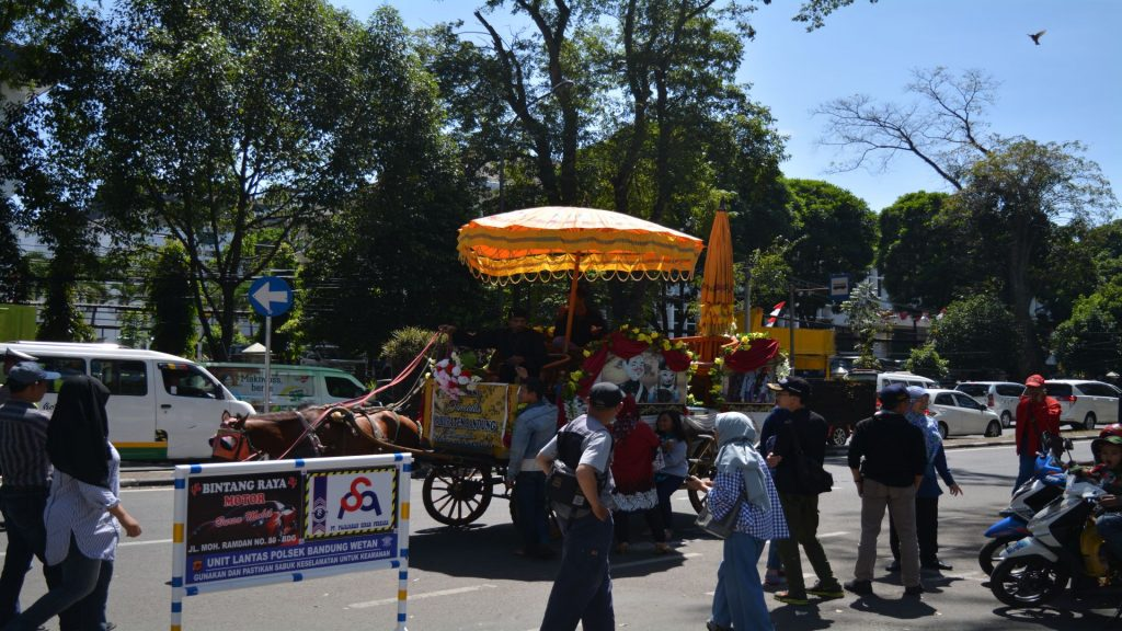 Bandung - Stad_06 - BackPackJunkies