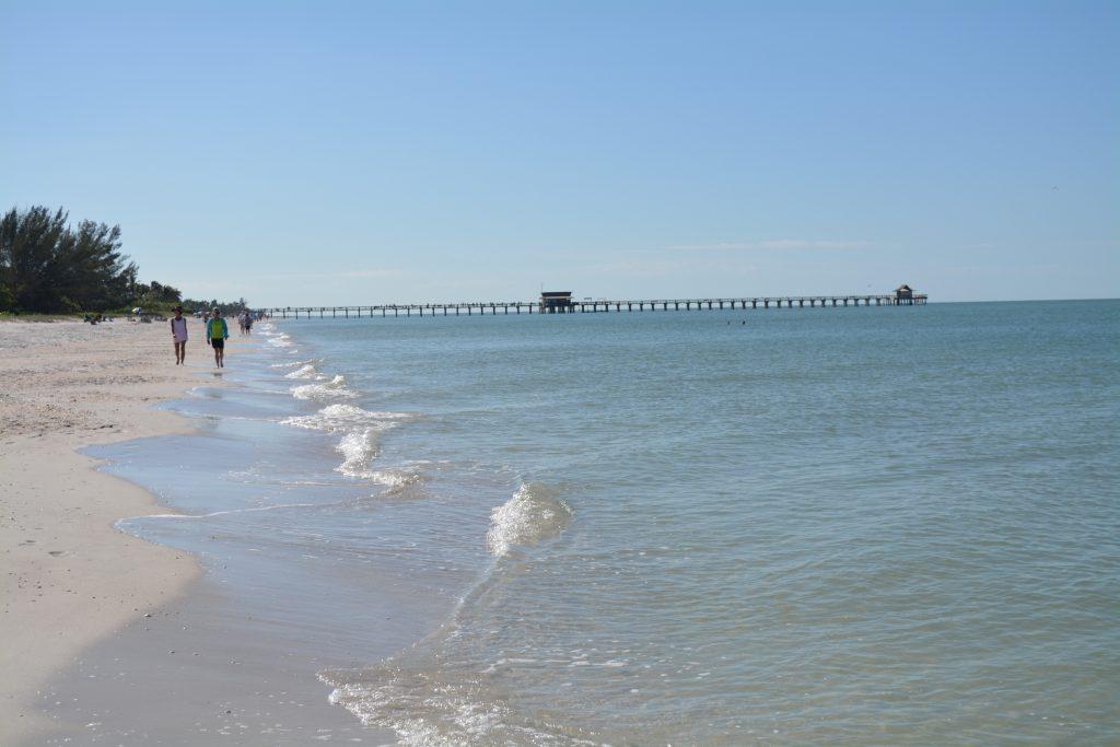 Naples, pier, strand, Backpackjunkies