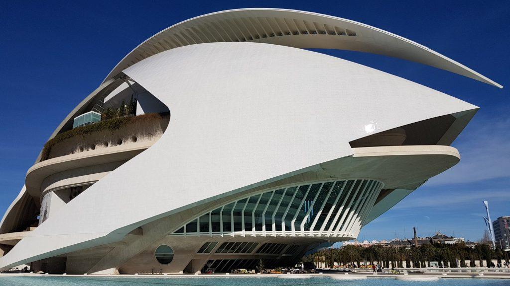 Valencia, Baja Bikes, fietstour, Palau de les Arts Reina Sofía, Backpackjunkies
