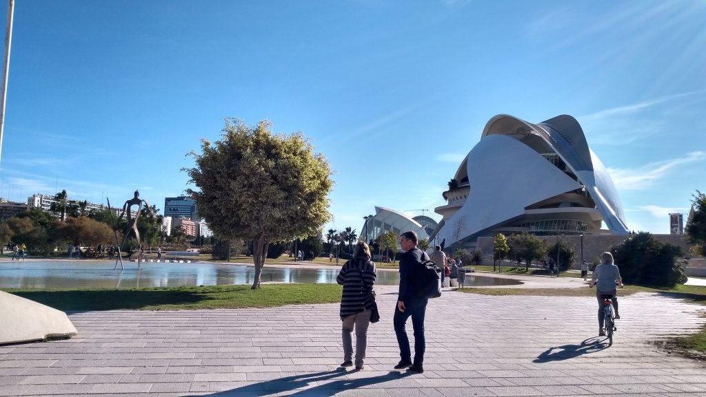 Valencia, Baja Bikes, fietstour, Palau de les Arts Reina Sofia, Backpackjunkies