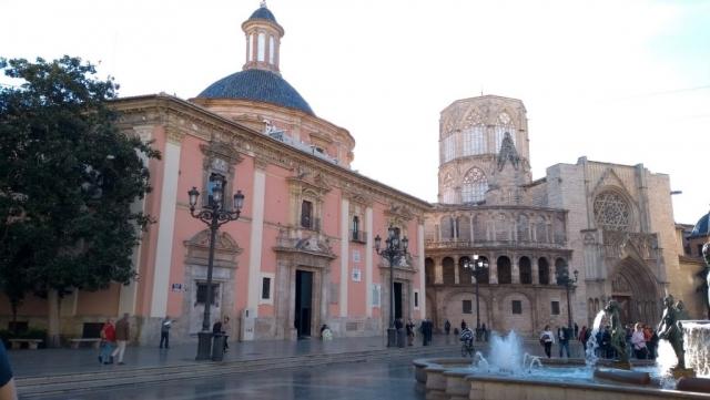 Valencia, Baja Bikes, fietstour, Plaza de la Virgin, Backpackjunkies