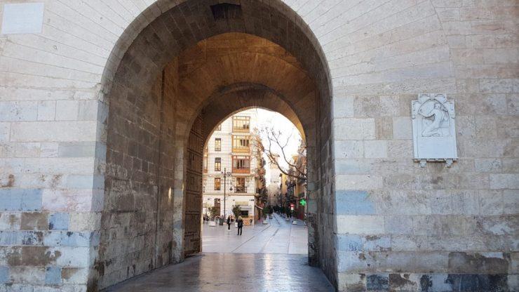Valencia, Baja Bikes, fietstour, Torres de Serranos, Backpackjunkies